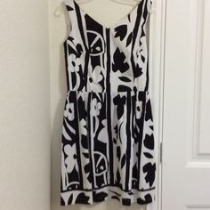 "Talbots Summer dress Talbots summer dress size 8 black and white, v neck in front and back, tulip/flower pattern, 100% cotton,  measures 17"" across from underarm to underarm,  waist measures 14"" across,  back of v neck to hem measures 27"" EuC recently dry cleaned, really cute dress Talbots Dresses"