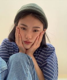 cute girl ulzzang 얼짱 hot fit pretty kawaii adorable beautiful korean japanese asian soft grunge aesthetic 女 女の子 g e o r g i a n a : 人 Korean Girl Short Hair, Korean Girl Cute, Korean Girl Ulzzang, Pretty Korean Girls, Asian Girl, Korean Aesthetic, Aesthetic Girl, Baggy Pants, Chica Cool