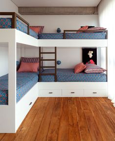 Bunkhouse Plans 444800900697053162 - Casa Fazenda Boa Vista – Picture gallery Source by Corner Bunk Beds, Bunk Bed Rooms, Bunk Beds Built In, Built In Beds For Kids, L Shaped Bunk Beds, Double Bunk Beds, Loft Bunk Beds, Bunk Bed Plans, Kids Bunk Beds
