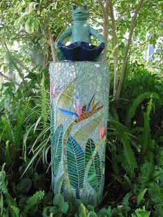 Mosaic column - stained glass and tempered glass by lyndalu_fla Mosaic Garden Art, Mosaic Flower Pots, Mosaic Pots, Mosaic Birds, Mosaic Glass, Mosaic Tables, Pebble Mosaic, Mosaic Crafts, Mosaic Projects