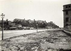 Lungotevere Ripa (1895 ca) Fotografia scattata dall'attuale Lungotevere Ripa verso il Colle Aventino.