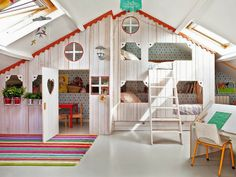 HOME & GARDEN: Deux chambres de rêve pour enfants Can't read anything lol but this is so cute, would be awesome for kids. Girls Room Design, Kids Bedroom Designs, Playroom Design, Bedroom Ideas, Attic Playroom, Attic Rooms, Girl Room, Girls Bedroom, Loft Bedrooms