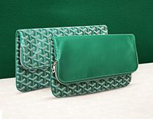 Maison Goyard draws its inspiration from its heritage to offer contemporary reeditions such as the Sainte Marie clutch
