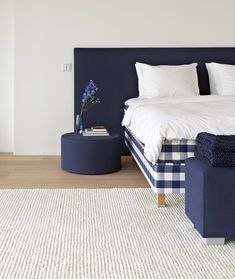 Six generations of Swedish bed making tradition. Hästens uses only ethically-sourced sustainable resources and Vividus is the ultimate perfection. The luxury bed of luxury beds by Hastens! Matching Bedding And Curtains, Wood Headboard, Cozy Bed, Awesome Bedrooms, Headboards For Beds, How To Make Bed, Luxury Living, Bed Design, Diy Home Decor