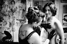 For some women, tattoos over their mastectomy, surgery or breast reconstruction scars can help them move forward after breast cancer. Mastectomy Tattoo, Butterfly Tattoo On Shoulder, Skin Grafting, Color Tattoo, Breast Cancer Awareness, Videos, Tattoo Artists, The Help, Art Photography
