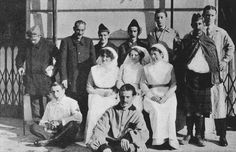 Convalescents and hospital staff, 1914. WW1