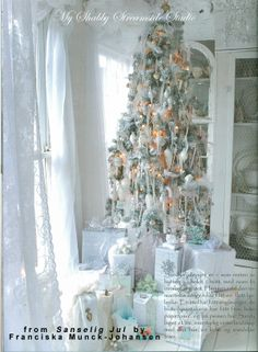 My Shabby Streamside Studio: Sanselig Jul: A Christmas For All The Senses by Franciska Munck-Johansen Shabby Chic Christmas, White Christmas, Vintage Christmas, Christmas Holidays, Christmas Decorations, Holiday Decor, Christmas Ideas, Nordic Christmas, Magical Christmas