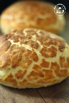I have been trying making this tiger bread for few months ago. But I couldn& achieve the nice crack effect, and almost wanted to drop the. Sweets Recipes, Cupcake Recipes, Cooking Recipes, Bread Recipes, Bread Bun, Bread Rolls, Beignets, Asian Bread Recipe, Tiger Bread