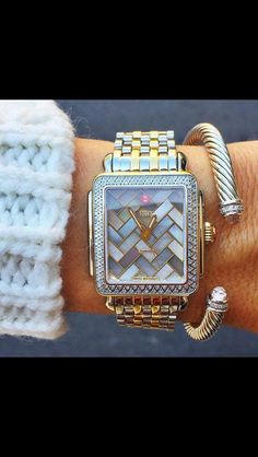 Watches aren't usually my thing. Jewelry Box, Jewelry Accessories, Fashion Accessories, Jewlery, Estilo Glamour, The Bling Ring, Bling Bling, Bijoux Art Deco, Do It Yourself Jewelry