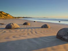 Moeraki Boulders, Otago, South Island, New Zealand  Mauritius / SuperStock