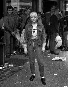 colorblind-skinhead: mai 2013 Skinhead girls: #skinheadbyrd #skinbyrd #skinchicks #Chelsea #skinhead #skins #drmartens #BootsAndBraces #BenSherman Mode Skinhead, Skinhead Reggae, Skinhead Girl, Skinhead Fashion, Mod Fashion, Punk Fashion, Dr. Martens, Boots And Braces, Attitude