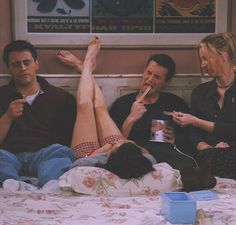 Image shared by dreamer. Find images and videos about funny, friends and on We Heart It - the app to get lost in what you love. Friends Scenes, Friends Cast, Friends Episodes, Friends Moments, Friends Tv Show, Best Friends, Funny Friends, Chandler Friends, Chandler Bing