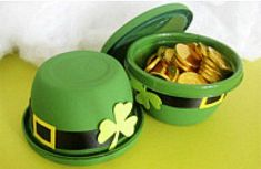 St. Patrick's day crafts for adults, kids, preschoolers and toddlers. St. Pat's Day projects include wreaths, jewelry, suncatcher shamrocks. Fun and easy St. Pat's Day school and party craft projects.