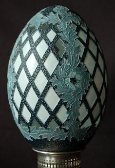 Carving a lattice in an email egg. Instructables including tools and bits to use.