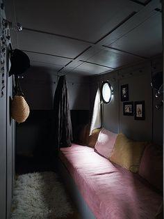 Homes: Paris Boat: Bedroom on houseboat