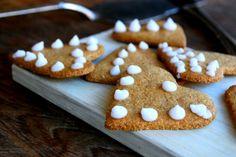 12 pepperkaker Christmas Sweets, Christmas Candy, Christmas Recipes, Lchf, Fika, Low Carb Keto, Gingerbread Cookies, Sugar Free, Pepparkakor