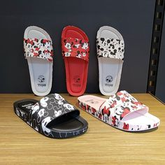 Melissa Beach Slide Mickey and Friends . Sandals Outfit, Cute Sandals, Sport Sandals, Sneakers Fashion, Fashion Shoes, Cute Slippers, Fashion Slippers, Melissa Shoes, Disney Shoes