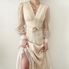 Vestidos Vintage, Vintage Dresses, Vintage Outfits, Vintage Fashion, Pretty Outfits, Pretty Dresses, Beautiful Dresses, Cute Outfits, Jw Moda