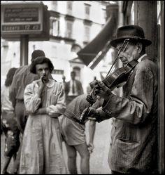 Violinista, Napoli, 1955 by Vittorio Pandolfi