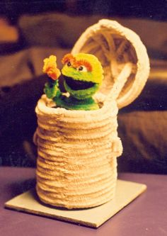 Pipe Cleaner Oscar the Grouch by fuzzymutt on deviantART Diy Father's Day Crafts, Father's Day Diy, Fathers Day Crafts, Wire Crafts, Crafts For Girls, Pipe Cleaner Art, Pipe Cleaner Flowers, Pipe Cleaner Animals, Pipe Cleaners