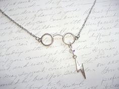 Harry Potter glasses necklace with lightning bolt de la boutique BijouxdeBrigitte sur Etsy
