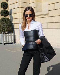 One of the keys to creating a stylish and appropriate business casual wardrobe is look for staple pieces that you … Daily Fashion, Everyday Fashion, Fashion Fall, Stylish Outfits, Fashion Outfits, Office Outfits, Fashion Ideas, Meeting Outfit, Fall Jeans