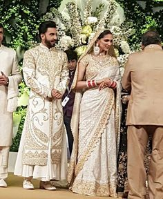 Ranveer Singh Declares Himself As The Luckiest Guy In The World As He Poses With Beautiful Deepika At His Wedding Reception! Wedding Dresses Men Indian, Wedding Dress Men, Indian Dresses, Indian Outfits, Mens Wedding Wear Indian, Indian Bridal, Deepika Ranveer, Deepika Padukone Style, Ranveer Singh