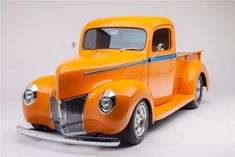 1940 Ford Ton Kustom Pick-up Old Ford Trucks, Old Pickup Trucks, Classic Chevy Trucks, Hot Rod Trucks, Cool Trucks, Cool Cars, Classic Cars, Chevy Classic, 4x4 Trucks