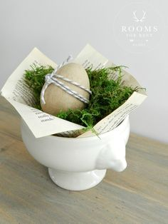 Inspiring Farmhouse Easter Decor on Frugal Coupon Living. Creative Spring Fixer Upper Ideas including rustic metals, moss, bunnies, eggs and distressed woods. Hoppy Easter, Easter Eggs, Easter Crafts, Easter Decor, Easter Ideas, Easter Centerpiece, Easter Projects, Easter Recipes, Diy Projects