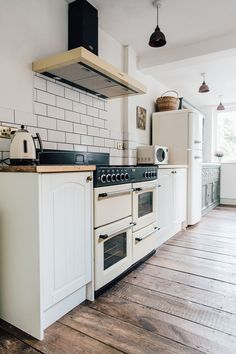 Wickes Neutral Kitchen And Reclaimed Scaffold Board Worktops - A Pared Back, Minimal And Stylish Two Bed Period Property. Kitchen Inspirations, Kitchen Design Decor, Country Kitchen Decor, Retro Kitchen, Small Kitchen, Kitchen Interior, Victorian Kitchen, Neutral Kitchen, Kitchen Remodel