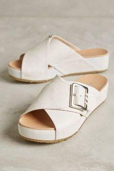 ab0c3b03fbe5f Dr Scholl s Flight Slides White 8.5 Sandals  anthrofave White Sandals
