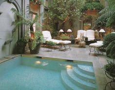 Escuchar el agua en movimiento es lo ideal para una relajante siesta .MA Laura Lorenzo / Diseño de Jardines: Piletas