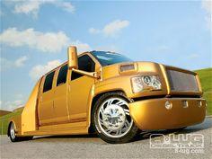 2006 GMC TopKick c5500 - Custom Trucks -Ekstensive Metalworks -  8-Lug Magazine