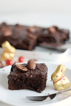 Oh Easter, a wonderful time where it's totally acceptable, no, mandatory to eat chocolate for breakfast, lunch and dinner. If you've got an abundance of… Dark Chocolate Recipes, Chocolate Butter, Chocolate Heaven, Cocoa Brownies, Sweet Cakes, How Sweet Eats, Brownie Recipes, No Bake Cake