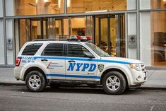 Old Police Cars, Police Truck, Ford Police, Emergency Vehicles, Police Vehicles, New York Police, Car Ford, Ambulance, Law Enforcement