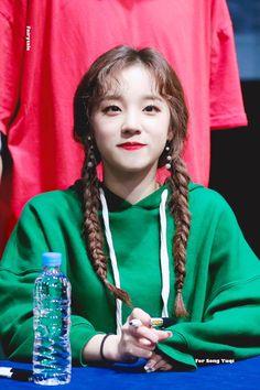 dedicated to female kpop idols. Kpop Girl Groups, Korean Girl Groups, Kpop Girls, Taehyung, U Go Girl, Extended Play, Cube Entertainment, Soyeon, Minnie