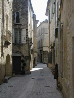 Real estate Provence    OR 1830    UZES  LANGUEDOC / GAR / PROVENCE  APARTMENT FRANCE  39 kms Avignon, 24 km Nimes  XVIII° Century Townhouse  2/3 Bedroom Apartment