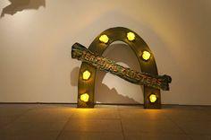"""Exposición """"Ree Morton. Sé un lugar, sitúa una imagen, imagina un poema"""" Museo Reina Sofía de Madrid. #ArteContemporáneo #ContemporaryArt #Art #Arte #Arterecord 2015 https://twitter.com/arterecord"""