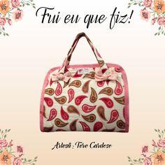 A artesã Tere Cardoso escolheu a estampa Mini Cashmere Berry para compor sua peça.