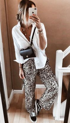 Kleidung Mode Hosen Outfits Frauenkleider Outfit-Ideen w Fashion Pants, Look Fashion, Fashion Outfits, Fashion Ideas, Vans Fashion, Tennis Fashion, Estilo Fashion, Classy Fashion, Bohemian Fashion