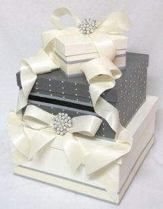 Wedding Card Box with pearls and brooch as featured by CardBoxDiva Wedding Envelope Box, Wedding Gift Card Box, Diy Card Box, Money Box Wedding, Gift Card Boxes, Wedding Boxes, Diy Cards, Wedding Cards, Diy Wedding