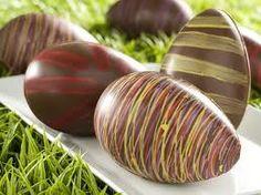 Huevos de pascua Easter Chocolate, Chocolate Art, How To Make Chocolate, Chocolate Coffee, Making Chocolate, Chocolate Pictures, Chocolates, Chocolate Sculptures, Chocolate Decorations