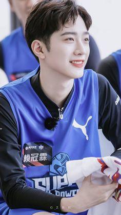 "GZ.HH on Twitter: ""😊  #라이관린 #赖冠霖 #賴冠霖 #LAIKUANLIN @LAI_KUANLIN_twt… "" Handsome Korean Actors, Handsome Anime Guys, Handsome Boys, Cha Eun Woo, Taiwan, Rapper, First Boyfriend, Korean Boys Ulzzang, Guan Lin"