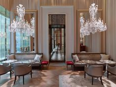 Baccarat Hotel & Residences New York és el primer hotel i el vaixell insígnia mundial de la marca de vidre Baccarat, amb més de 250 anys a l'esquena. Un nou espai, inaugurat el 2015, que brilla intensament per dins i per fora.   #hotels #Baccarat #NovaYork #NY #turisme