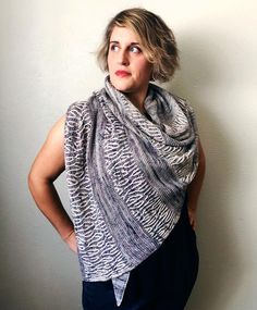 """696 Likes, 14 Comments - Lesley Anne Robinson (@knitgraffiti) on Instagram: """"✨Stellaire :: a super easy-to-wear asymmetrical triangle shawl with two fading actions: from light…"""""""
