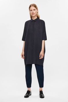 Made from lightweight twill fabric, this shirt dress is an oversized fit designed to drape on the body. It has a narrow pointed collar, hidden front…