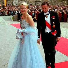 Mette Marit and Haakon of Norway arrive at the wedding of Princess Märtha Louise and Ari Behn, May 2002 #followme #likeforfollow #followme #likeforfollow #follow4like #love #monarchy #monarchies #royals #royal #royals #royalfamily #theroyalfamily #royalfamilies #royalty #europe #europeanroyalty #norway #norwegianroyals #norwegianmonarchy #norwegianroyalfamily #crownprincessmettemarit #crownprincehaakon #couple #royalcouple #wedding #royalwedding