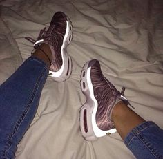 nike, shoes, and sneakers image Girls Sneakers, Nike Sneakers, Air Max Sneakers, Sneakers Fashion, Fashion Shoes, Sneakers Style, Nike Fashion, Adidas Shoes, Fashion Women