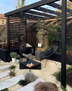 Diy Patio, Backyard Patio, Small Courtyard Gardens, Modern Backyard, Backyard Garden Design, Garden Living, Garden Buildings, Pergola Designs, Front Yard Landscaping