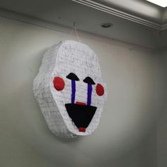 Pinhata Five Night at Freddy - Puppet  Ha! Anyone who doesn't want to wind the music box can just; *smashes piñata with no longer working thanks to bb flashlight* HAHAHA! Lol